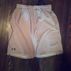 Men's under Armour size large athletic shorts